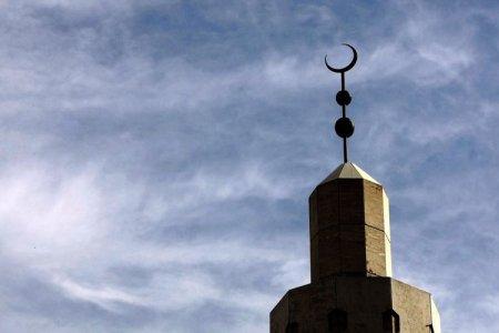 US-FALLSCHURCH-VA-Dar-Al-Hijrah-Islamic-Center-jpg_095911